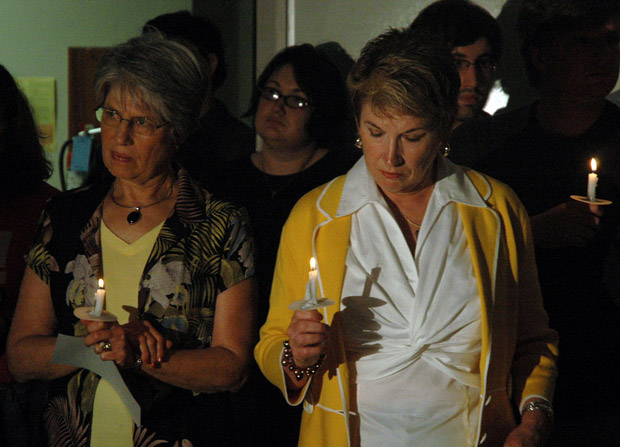 A candlelight vigil for Dr. Tiller.: KOMUnews/Flickr