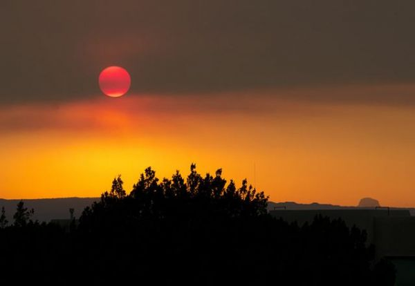Smoke from the Wallow Fire as seen in Albuquerque. Credit: John Fowler via Wikimedia Commons.