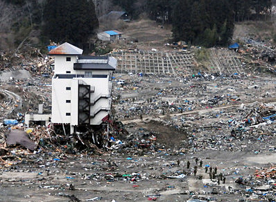 Tsunami damage. Credit: Mass Communication Specialist 3rd Class Alexander Tidd, courtesy the US Navy, via Wikimedia Commons.