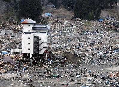 Tsunami damage. Credit: Mass Communication Specialist 3rd Class Alexander Tidd, courtesy the US Navy, via Wikimedia Commons.