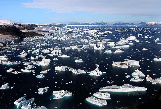 Icebergs breaking off glacier, Greenland.: Credit: Mila Zinkova via Wikimedia Commons.
