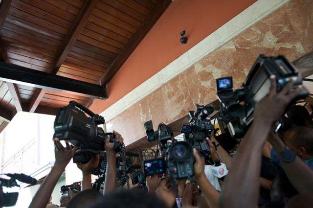The swarm of media at the Karibe Hotel.