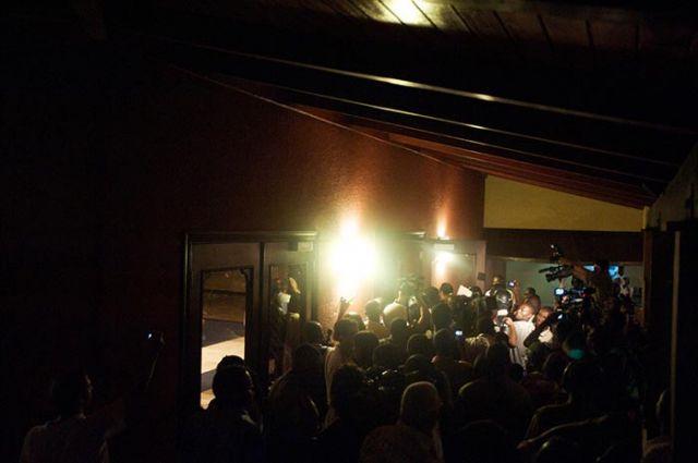 The media swarm surrounds Duvalier at the Karibe Hotel.