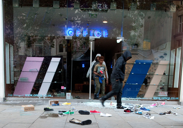 Looters in Manchester.: Joel Goodman/ZUMA