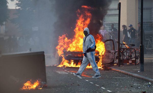 Rioters lit cars on fire and looted shops in Hackney, London.: National News/ZUMA
