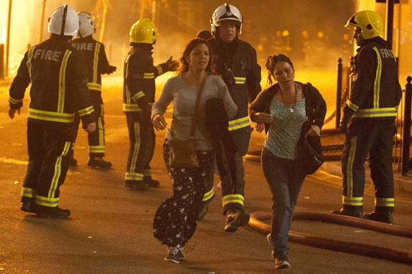 Two women flee the riots in Tottenham.: Jules Mattsson/ZUMA