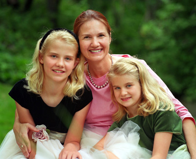 Elizabeth Smart (14) on left with her sister and mother in 2002.: Joy Gough/Zumapress.com
