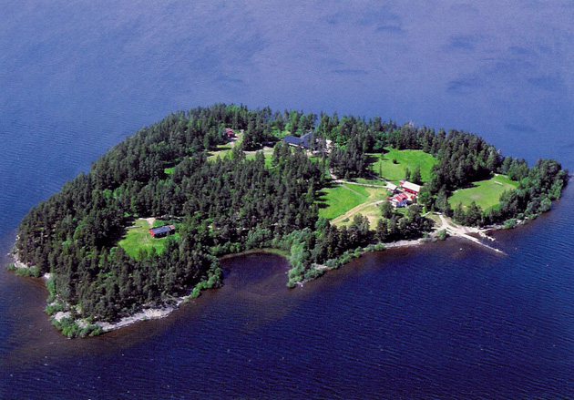 UTOYA ISLAND, NORWAY - Several people were killed when a gunman opened fire on a youth summer camp here, just hours after bomb explosions rocked Oslo. : Caters News/Zuma